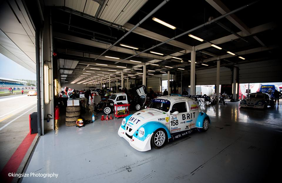 Image car in garage2